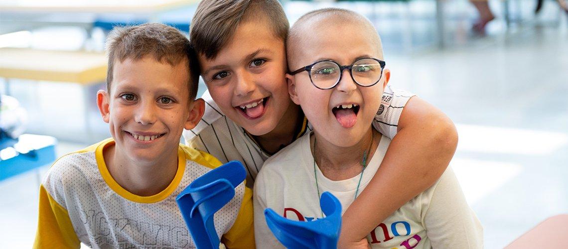 3 bambini malati sorridono a Dynamo Camp