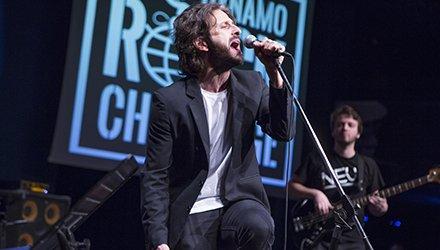 band suona sul palco alla Dynamo Rock Challenge